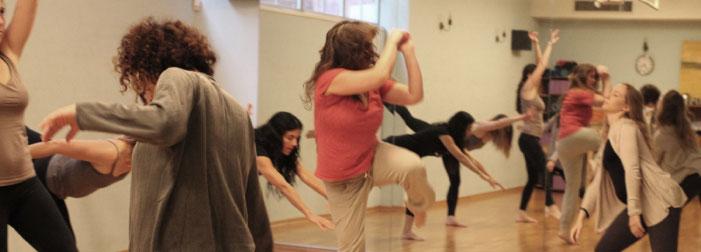 סדנת אמפרוביזציה בתנועה נשים רוקדות בסטודיו ניע תל אביב סיגל גור לביא